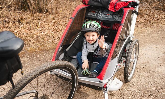 cykelvagn med glatt barn
